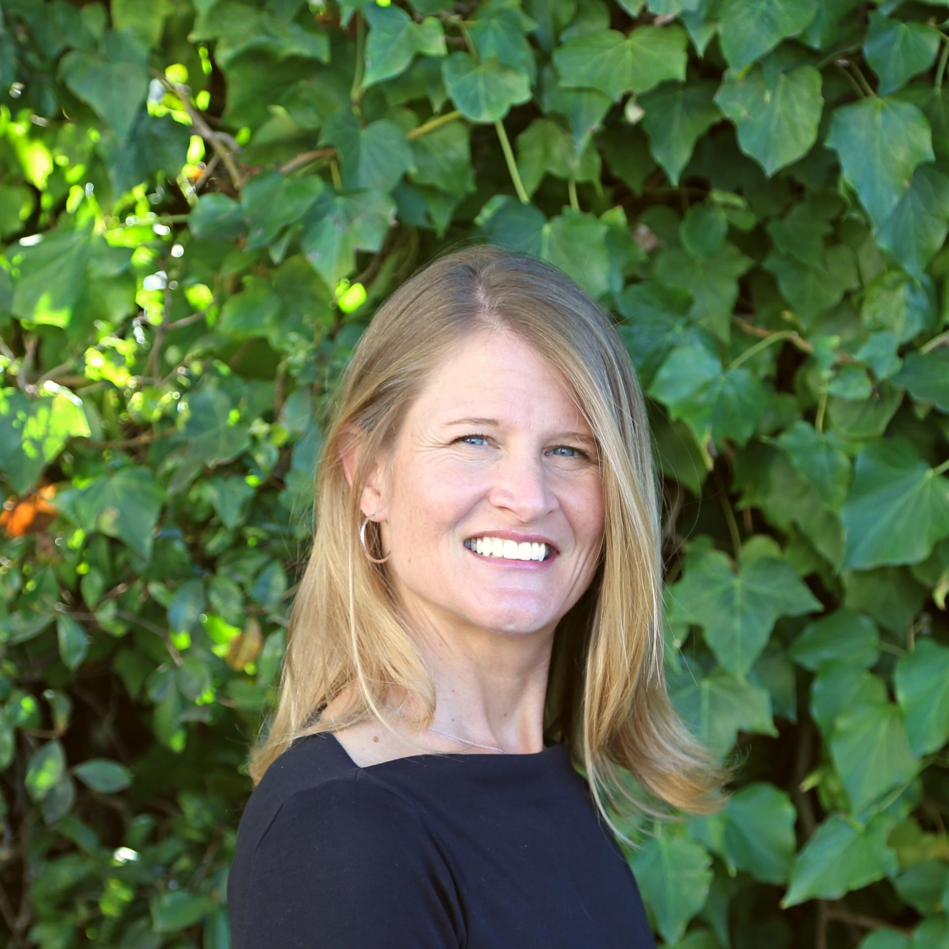 Kalyne Foster Renda : Associate Director